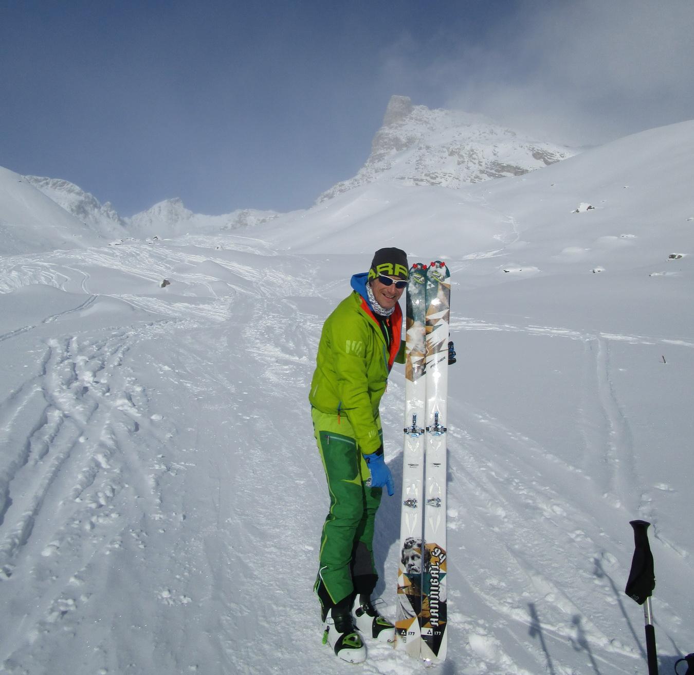 Kreuzspitze_sa_osvedčilo_rovnako_na_širokých_lyžiach_ako_na_úzkych,_Fischer_Hannibal_94mm_